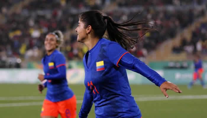 AMLO entrega estímulos económicos a atletas que compitieron en Lima
